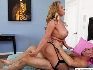 Big Bottomed Cougar Eva Notty Fucks One Stunning Youthfull Delivery...