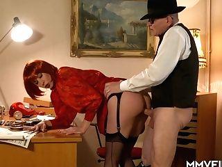 Weird Looking Nymphomaniac In Crimson Peruke Valeria Jones Gets...